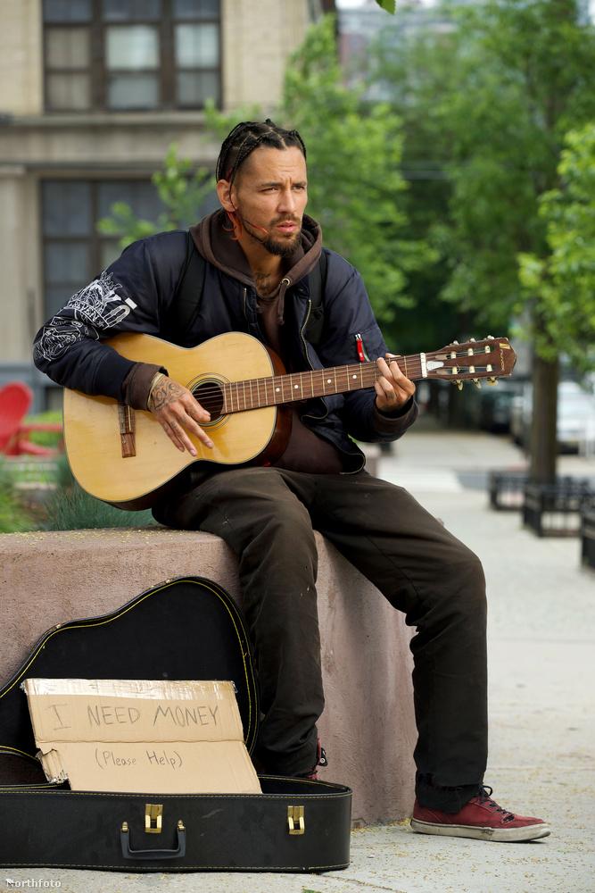 Berkery, úgy látszik, örökölte a zenei tehetséget édesapjától, ő maga is énekel.