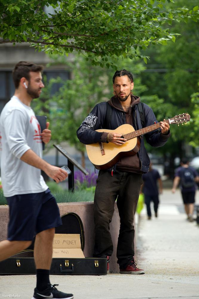 A 30 éves férfi hajléktalan lett, New Jersey-ben egy hajléktalanszállón él.