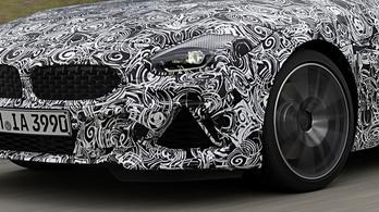 Álcázva már megmutatták az új BMW sportkocsit