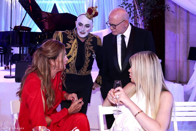 Caitlyn Jenner itt egy olyan személlyel diskurál, akinek a neve Principe Maurice