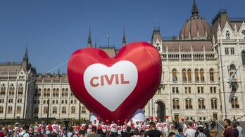 Óriási piros szívvel kérik, hogy ne szavazzák meg a Stop Sorost