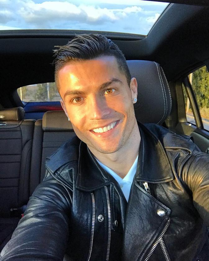 A focivébé igazi sztárjai a focisták, hát gondoltuk, ebben a blogban bemutatunk közülük néhányat, kezdve például Cristiano Ronaldón