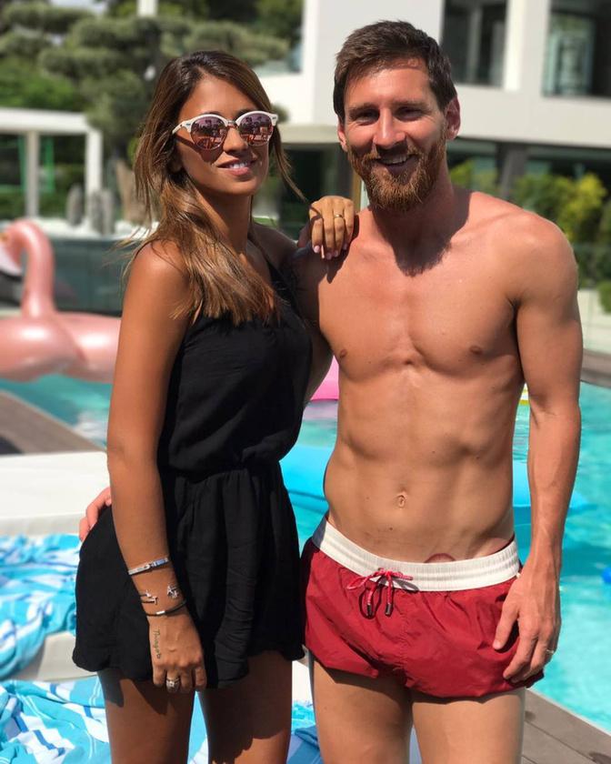 """Nyolcadik tény:Amikor Messi egy nyaralós fotósorozattal szerepelt a Kockahas blogban, akkor szinte hajszálra ugyanannyi """"nem annyira..."""" és """"jessz!"""" szavazatot kapott"""