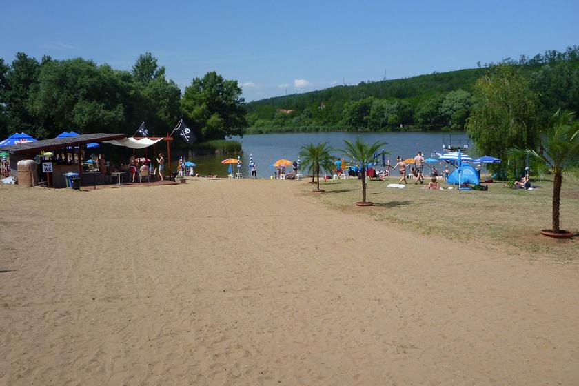 Idilli, Pest megyei strand, ahol homokos tópart vár: itt nem lesz akkora a tömeg