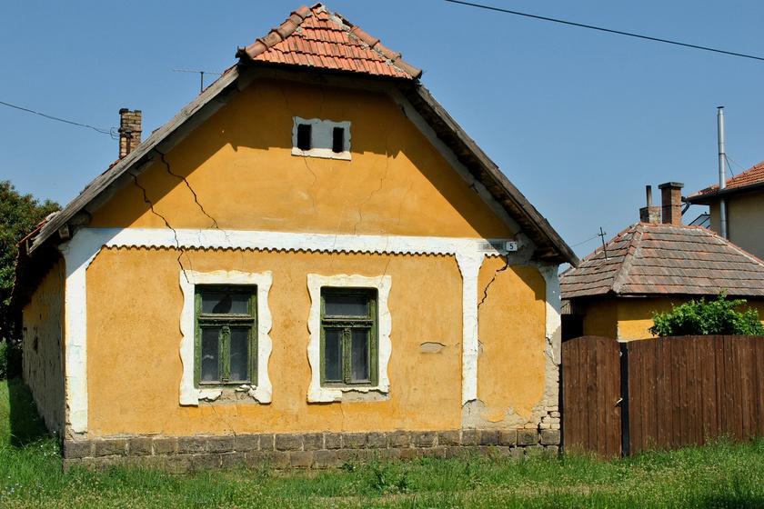 domony
