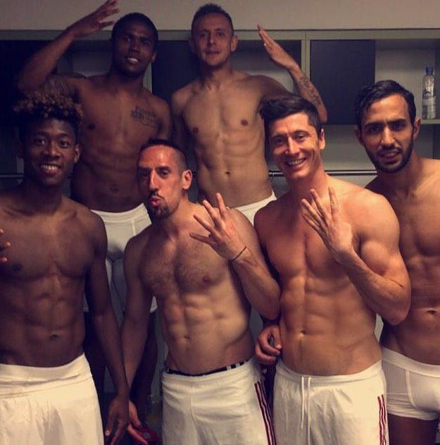 Hát kerestünk egy öltözői képet Lewandowski Instagramján – tessék, ilyen az, amikor a játékostársak le vannak döbbenve.