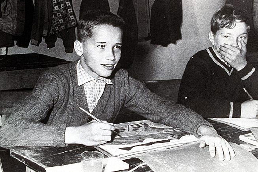 A pubertás éveinek legelején egy normál testalkatú fiú volt.