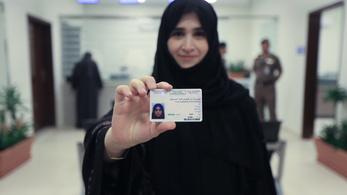 Kiadták az első jogosítványokat nőknek Szaúd-Arábiában