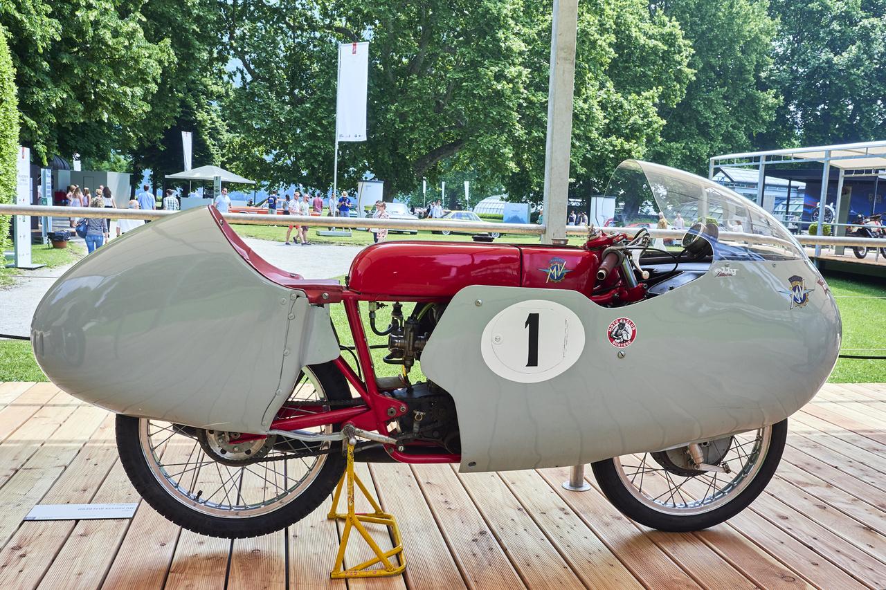 MV Agusta Bialbero, 1957. Egyhengeres, 248 cm3-es, két vezérműtengelyes versenygép a hetvenöt világbajnoki címet nyert olasz cégtől