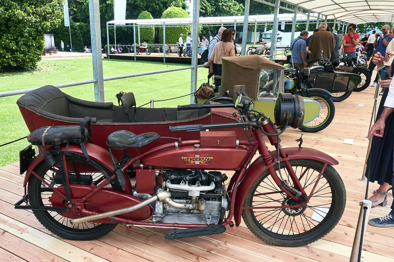Henderson Model K, 1921. Az oldalkocsisok kategóriájában volt a legkevesebb induló, mindössze öt motor, de azok igencsak rendben voltak. Ez a Henderson négyhengeres, 1302 köbcentis