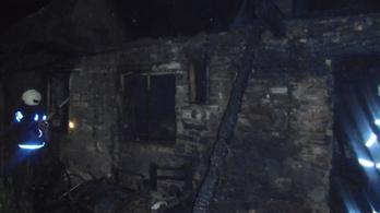 Lángoló házból mentettek a rendőrök Gyöngyössolymoson