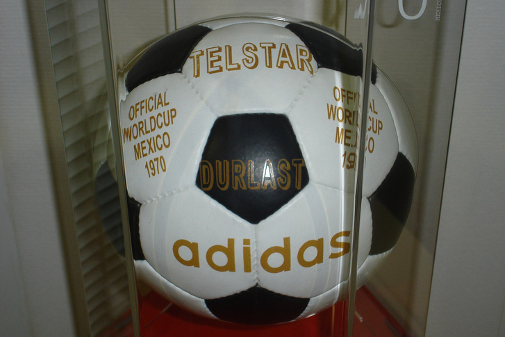 Az 1970-es Adidas Telstar labda