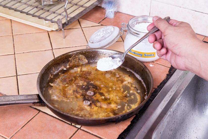 Rondán leégett serpenyőből csillogó lett: megmutatták a tuti módszert