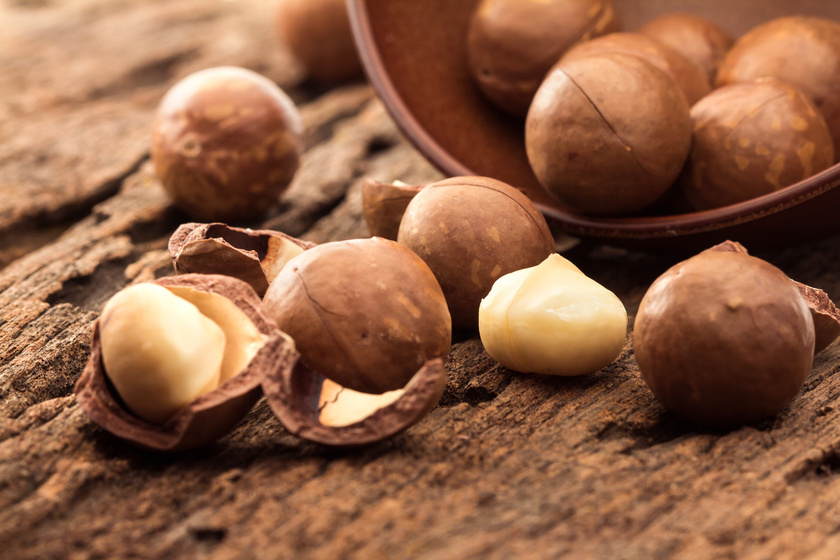 B1-vitamin - segíti a szénhidrát-anyagcserét és a savtermelést, ezáltal hatást gyakorol az emésztésre és az étvágyra. Legfőbb forrásai: teljes kiőrlésű gabonák, húsfélék, hüvelyesek, dió- és mogyorófélék, máj.