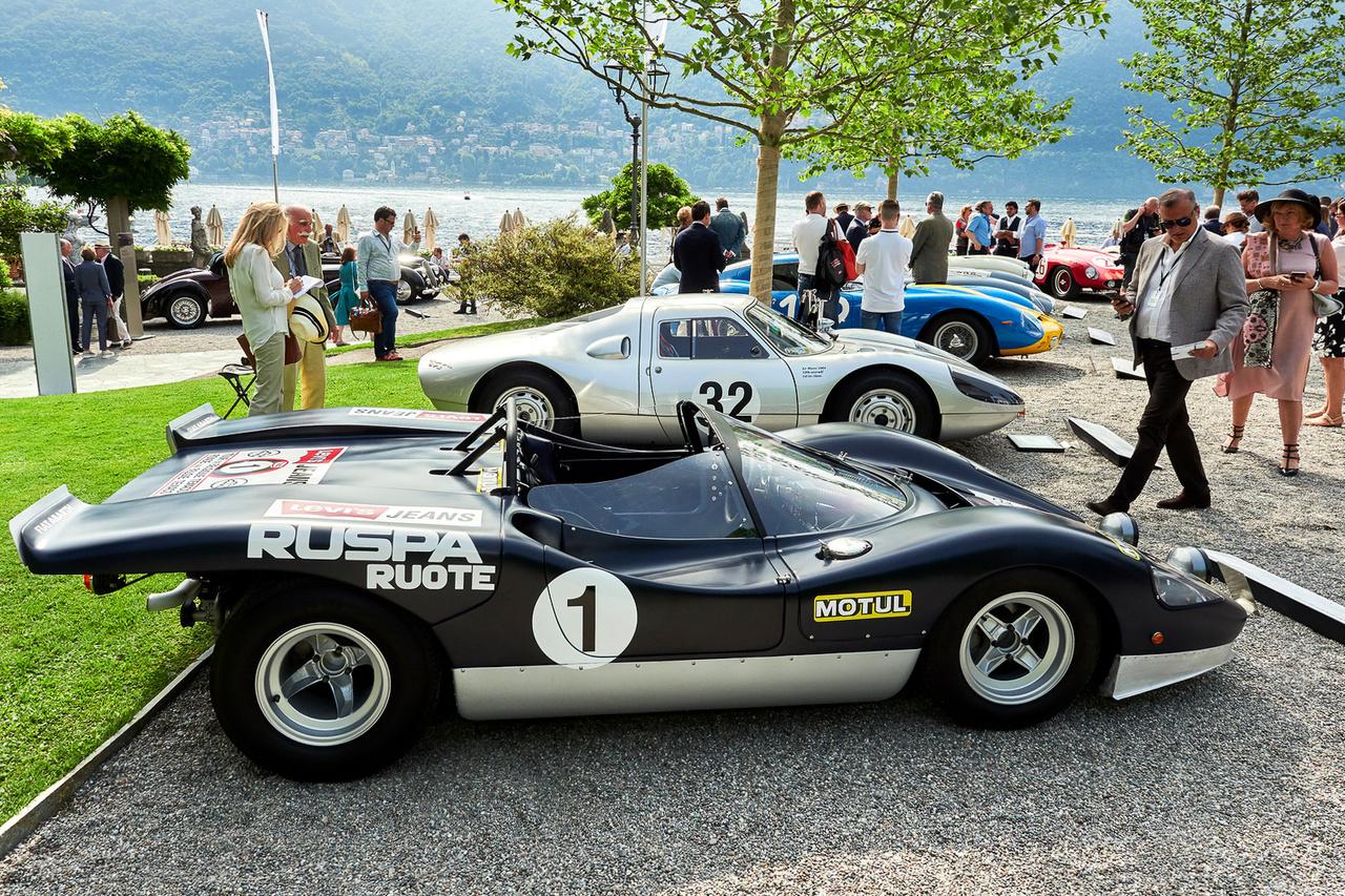 Abarth 2000 Sport SE 010, 1969. A funkció uralma a forma felett, gondolhatnánk egy olyan versenyautóval kapcsolatban, amely létezésének egyetlen értelme, hogy versenyeket nyerjen. Általában így is van, de azért az olasz tervezők tudják úgy húzni a ceruzát, hogy a végeredmény ne csak hatékony, de szép is legyen. A kétezres Abarth 250 lóerőt tud 8200-as fordulatnál.