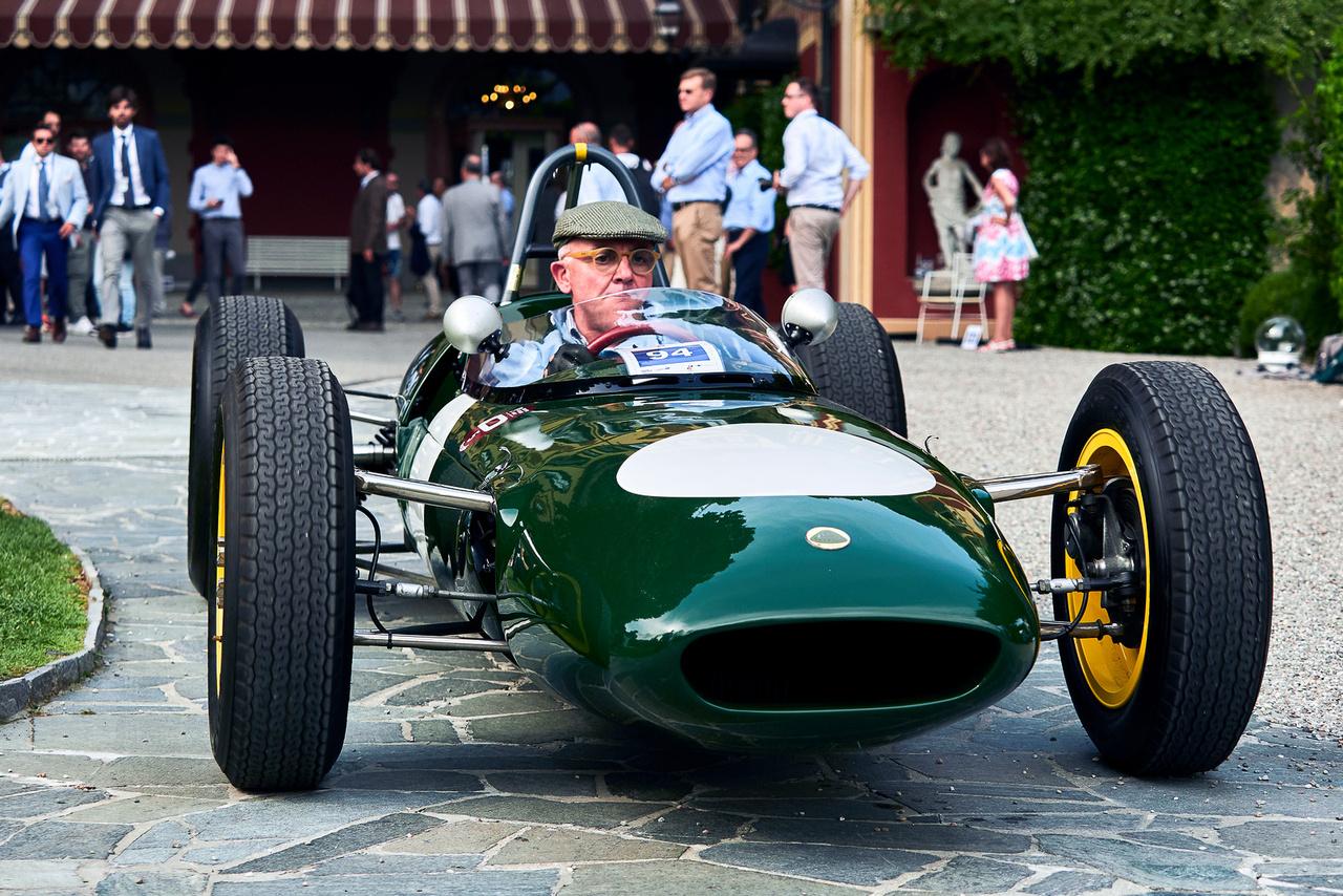 Lotus 21, 1961. Jim Clark ezzel a kocsival nyerte első F1-es versenyét, igaz, Dél-Afrikában, ahova az európai versenyzők a téli holtszezonban átruccantak. A skót legenda négy futamon indult az 1500-as, 165 lovas Lotusszal, hármat megnyert (kétszer Stirling Moss volt mögötte a második), egyszer megelőzte őt Trevor Taylor.
