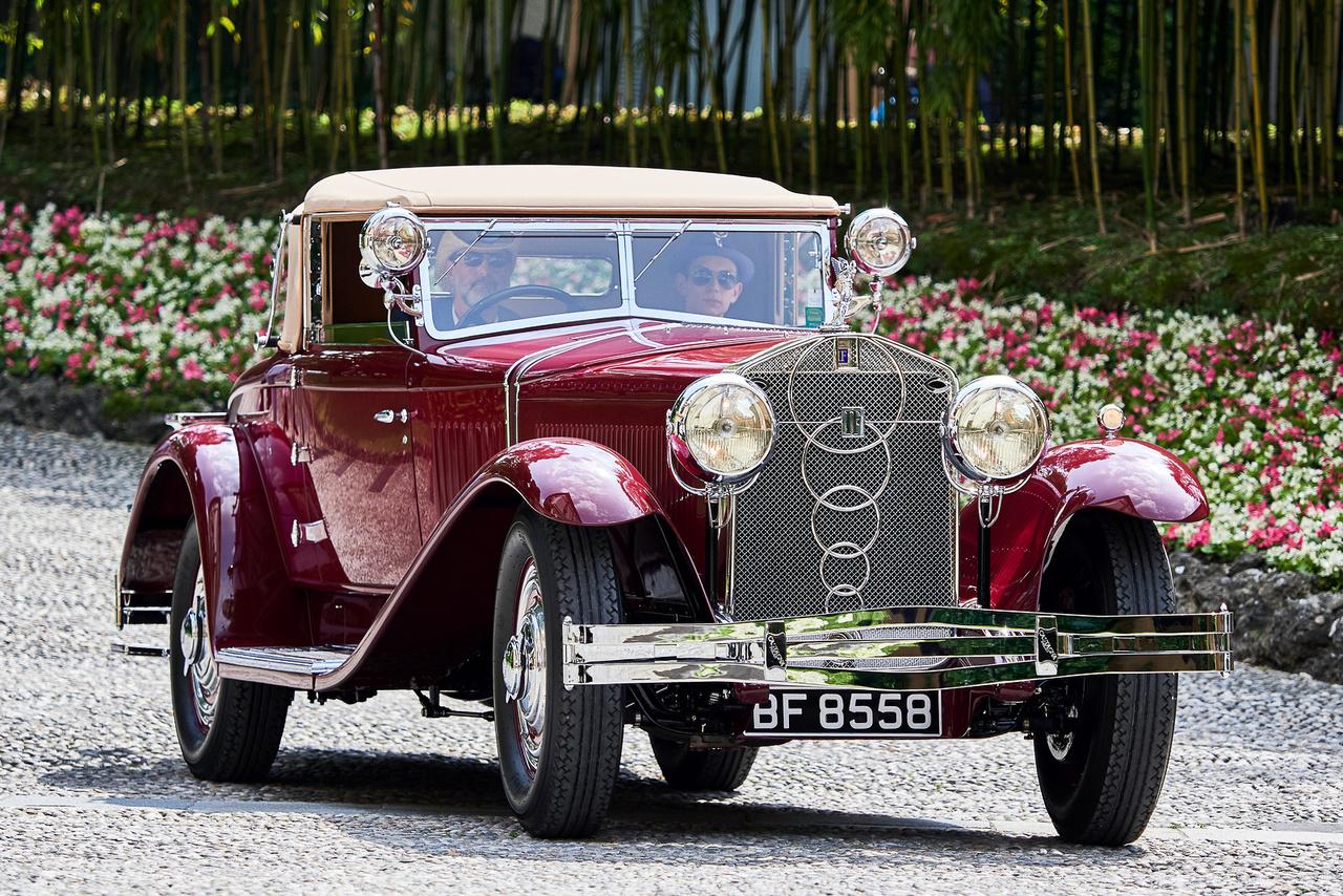 """Isotta Fraschini Tipo 8A SS, 1929. A luxus és a presztízs szinonimája a nyolchengeres, 7,4 literes motorja körül csodálatos Castagna karosszériát viselő kocsi. A maga korában csak a Rolls-Royce és a Hispano-Suiza kelhetett versenyre vele, Charlie Chaplin és Rudolph Valentino is birtokolt ilyen autót. Talán ez volt a legerősebb kategória, melyet talán """"Az autós gazdagság aranykora""""-nak fordíthatunk; az előző Rolls nyert, a 14-es képen látott Cadillac lett a második. A többi fantasztikus gépezet is felbukkan még!"""