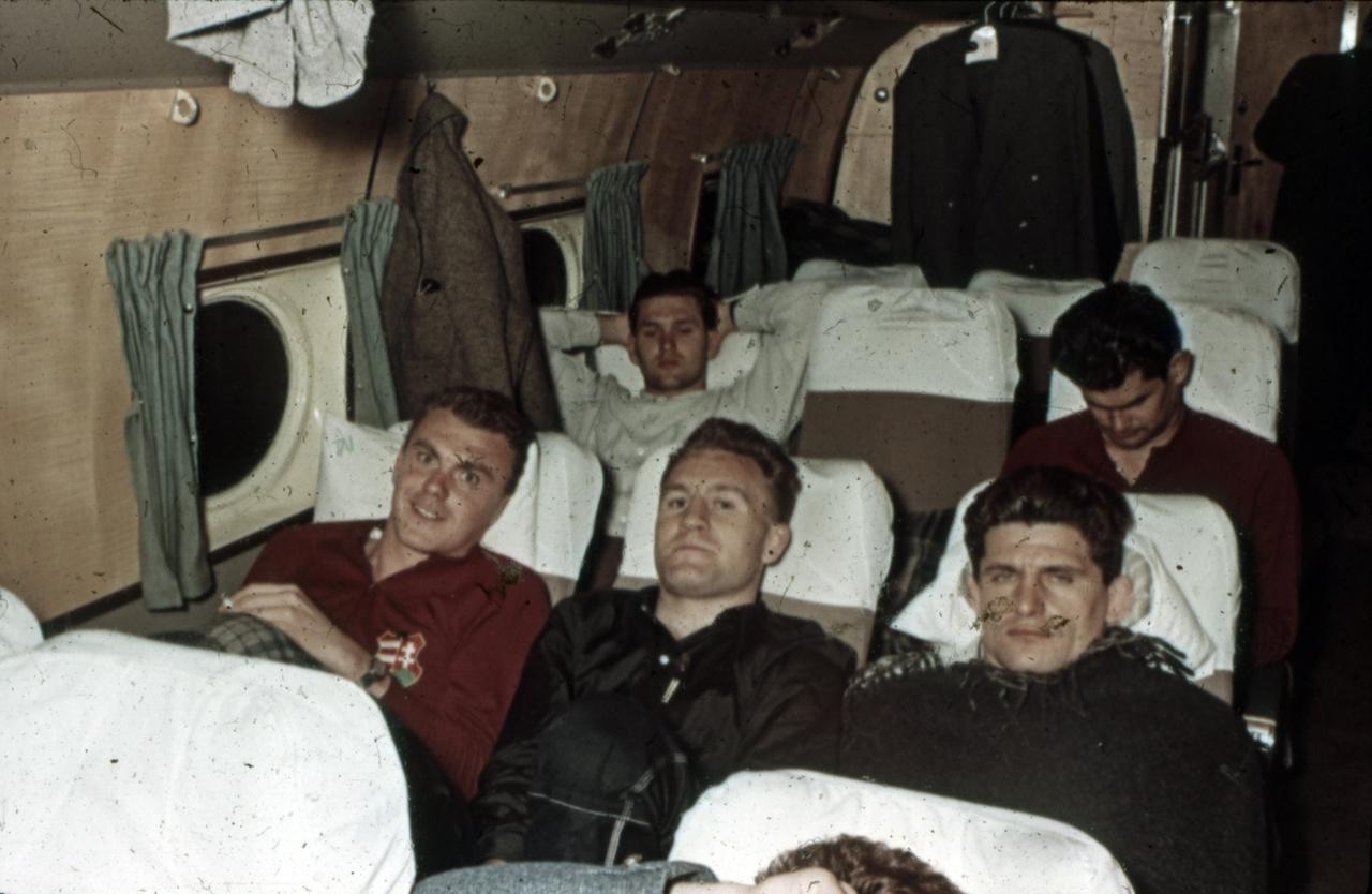 Már a Melbourne felé tartó repülőn ül az egri Hevesi István, Kárpáti György, Kanizsa Tivadar. Kárpáti részt vett a Sport Illustrated Amerikába szervezett túráján, de később hazatért.