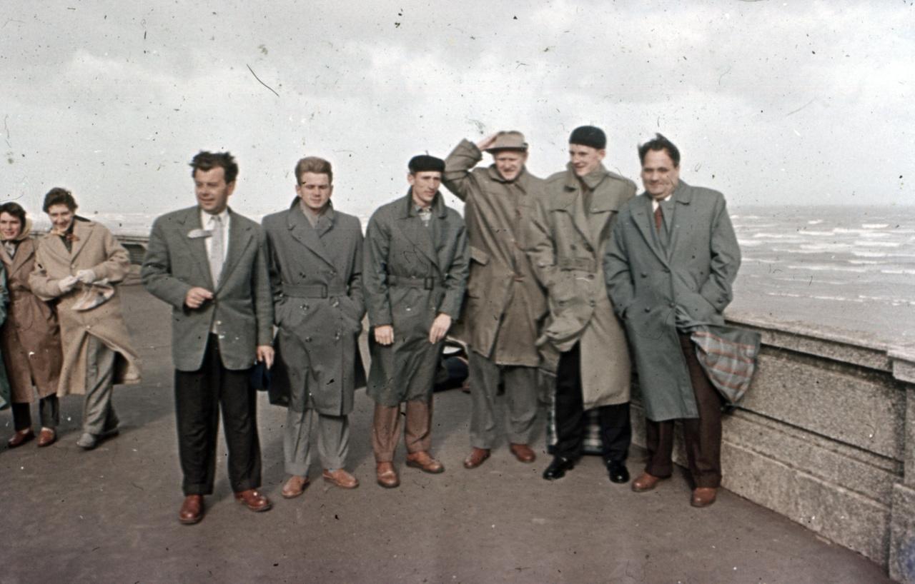 A szeles Blackpoolban készült a fotó Gyenge szerint, két évvel az olimpia előtt, aki a kalapjára vigyáz, Tumpek György