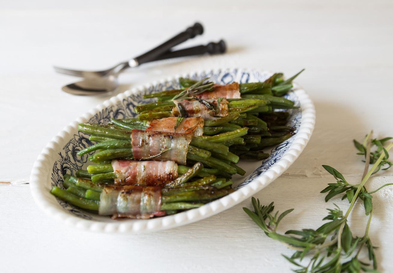 Roppanós, baconös zöldbab a tepsiből: ennél egyszerűbb már nem is lehetne