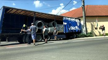Iskolának csapódott egy kamion Magyarszéken