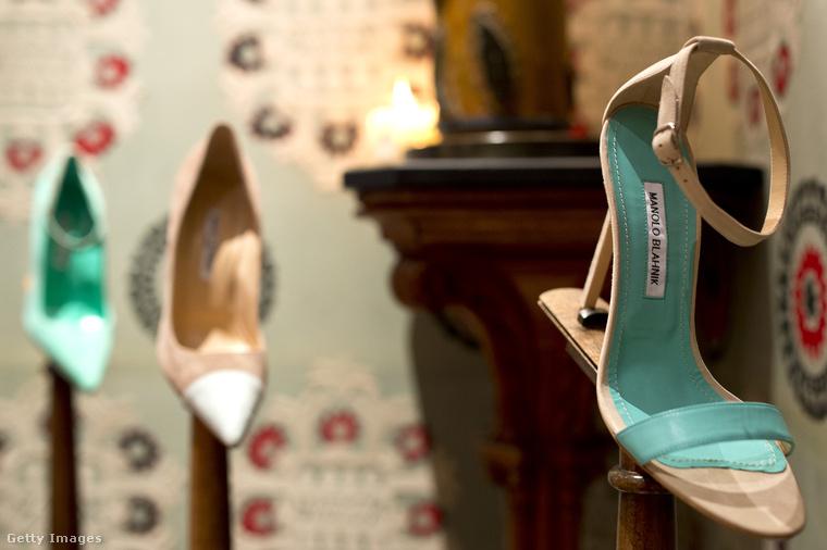 Carrie imádta a cipőket, a Shopalike összeállítása szerint képes volt egy párra 700 dollárt (kb 185 ezer Ft) kiadni