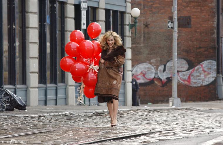 Carrie 1998-ban havonta 750 dollárt költött albérletre, ez ma 3000 dollár (792 ezer Ft) lenne