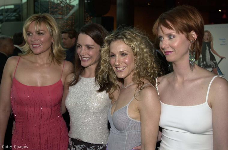 Bár ezen az 1999-es képen még nem látszik kristálytisztán, a szép ruhák és cipők központi szerepet kaptak a sorozatban.