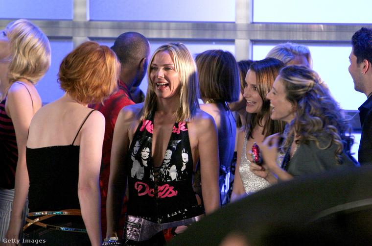 """Bár a sorozat szlogenje (""""Carrie Bradshaw tudja, milyen a jó szex és nem fél megkérdezni"""") Carrie-hez kapcsolódik, a legnyíltabban Samantha állt a szexhez, ő az ún"""