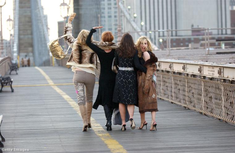A Szex és New York túrát hetente ezer turista csinálja végig New Yorkban, vélhetően nem ilyen magassarkú cipőben