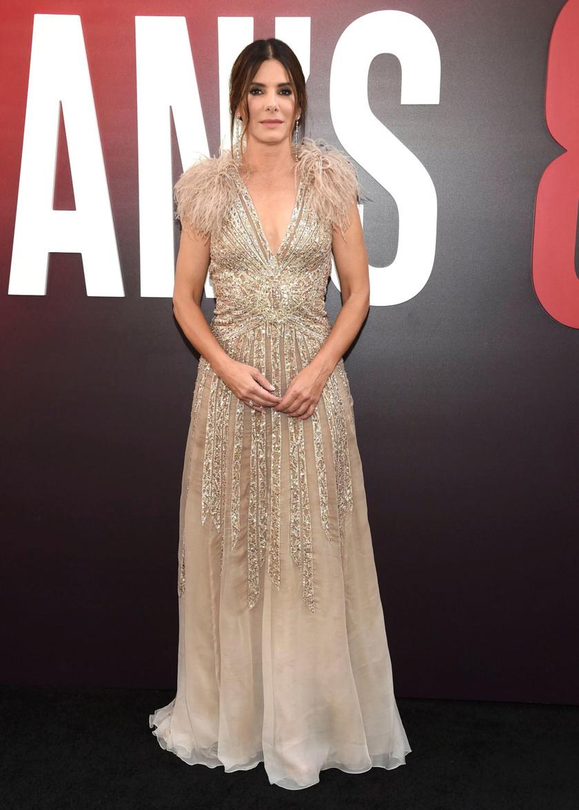 Sandra Bullock csodaszép volt ebben az Elie Saab-estélyiben - egyből magára vonta mindenki figyelmét.