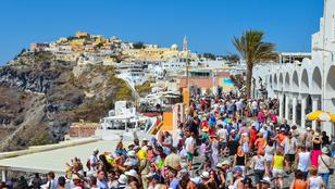 Túl sok a turista Görögországban, pedig a kínaiak még el sem indultak.