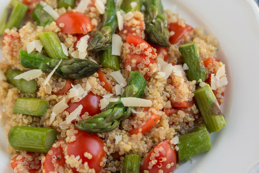 Karcsúsító, paradicsomos quinoasaláta: isteni, mediterrán vacsora, amivel jóllakhatsz