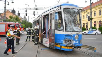 Kisiklott a villamos Debrecenben, tizenketten megsérültek