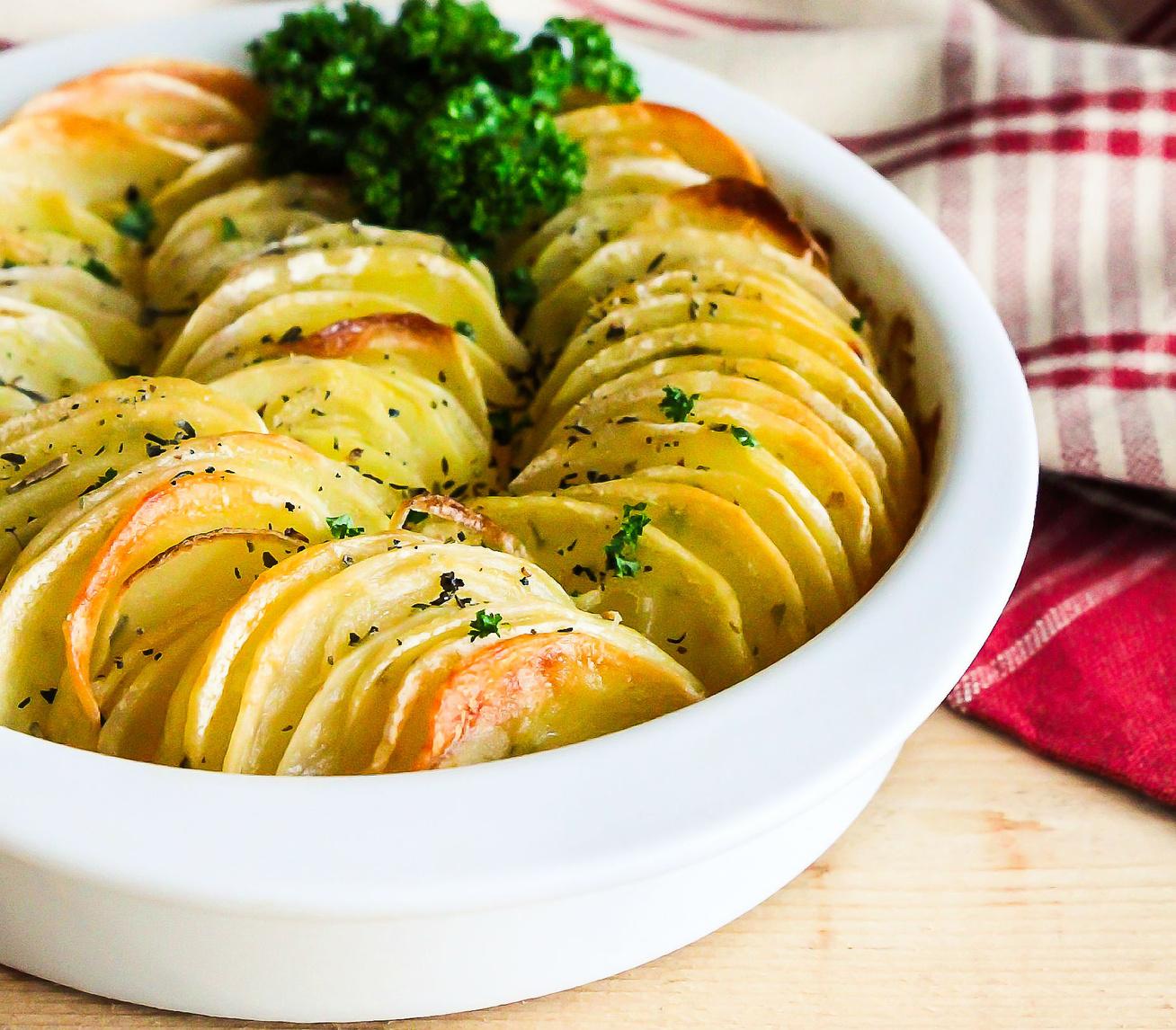 Ropogós, szeletekre vágott krumpli sütőben sütve: fantasztikus ötlet