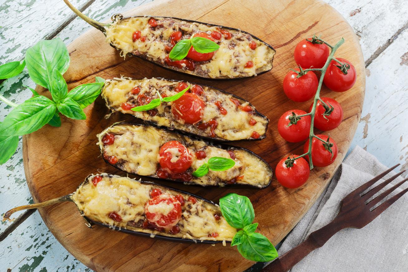 Szaftos, darált húsos, töltött padlizsán sok sajttal: könnyű, ínycsiklandó vacsora az egész családnak