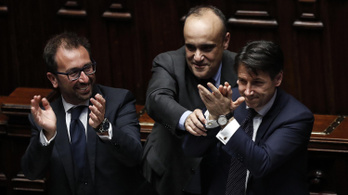 """Megvan a rebellis olasz kormány, itt a """"harmadik köztársaság"""""""