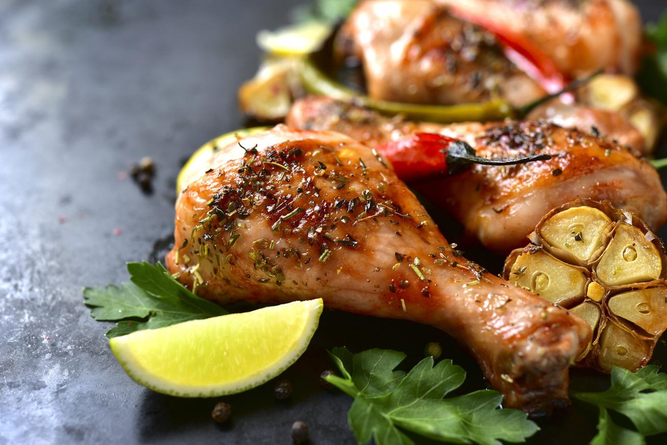 Ropogósra sült, chilis, fokhagymás csirkecombok - Ízletes főfogás