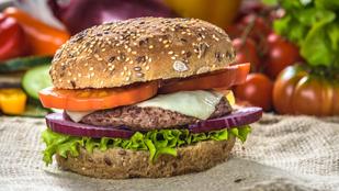 A tökéletes burger receptje - a húspogácsától a feltéten át a szószig