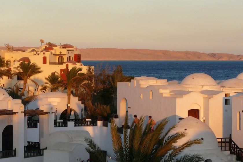 Hurghada valamikori halászfaluból alakult üdülővárossá. Gyönyörű korallzátonya miatt a búvárok kedvelt merülőhelye.