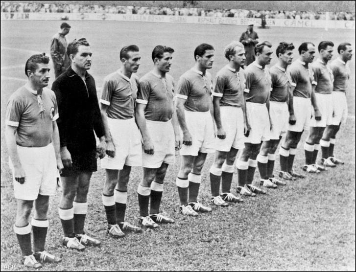 Az 1954-es német csapat: Fritz Walter, Anton Turek, Horst Eckel, Helmut Rahn, Ottmar Walter, Werner Liebrich, Josef Posipal, Hans Schäfer, Werner Kohlmeyer, Karl Mai and Maximilian Morlock