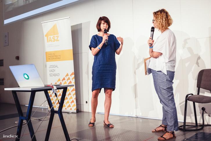 Szikra Dorottya és Veiszer Alinda a TASZ konferenciáján