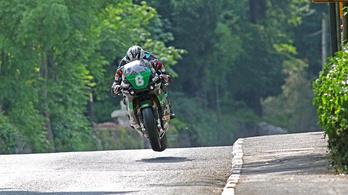 Dunlop behúzta a 18. TT győzelmét is