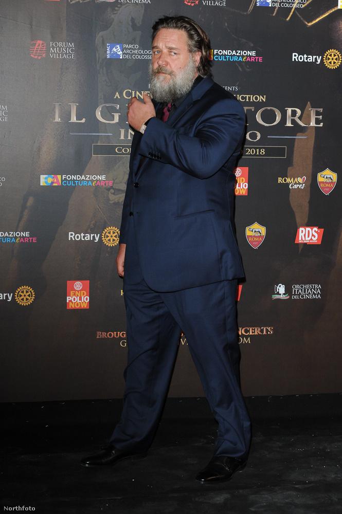 Na végre megmutatjuk! Íme a jelenkori Russell Crowe, az említett eseményen, június 6-án