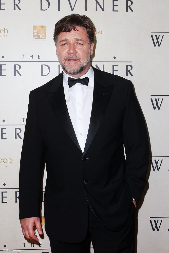 Csak azért mutatjuk meg ezeket a fotókat, hogy legyen elég viszonyítási alapja, amikor mindjárt megtekinti a mostani, 54 éves Russell Crowe-t