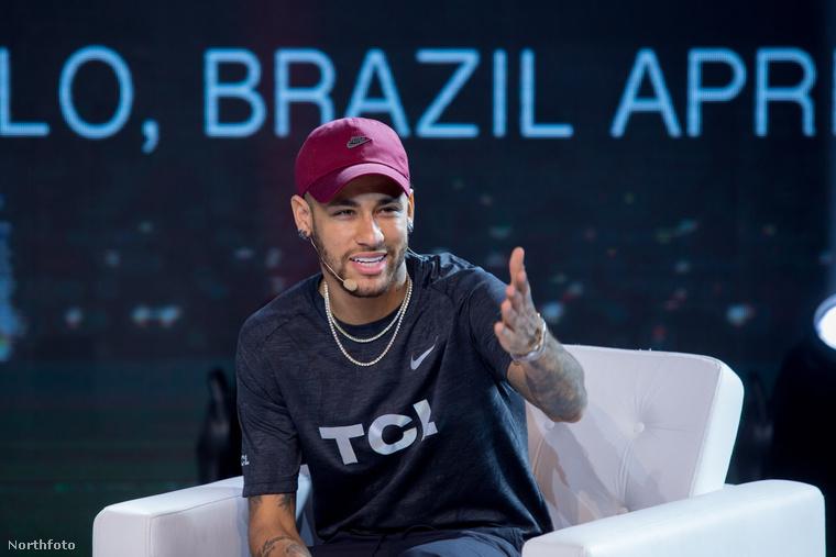Tizedik tényMár készítettünk egy összeállítást Neymarról és barátnőjéről, szóval ha van kedve folytatni a lapozgatást, akkor itt érdemes.