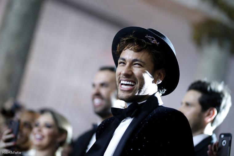 Második tényNeymart azon a néven is ismerik, hogy Neymar Jr., és a teljes neve Neymar da Silva Santos Júnior