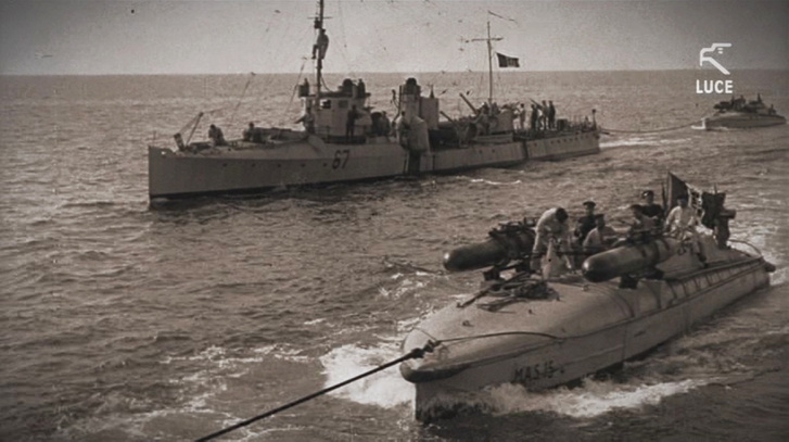 MAS torpedóvető motorcsónakok vontában. Kis hatótávolságuk miatt volt szükség arra, hogy a célterület közelébe vontassák őket.