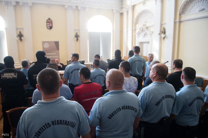 """A """"parndorfi ügyként"""" elhíresült, 71 ember halálát okozó eset korábbi tárgyalása"""