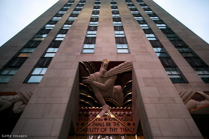 Cohen irodája és lakása is a Rockefeller Plazában van